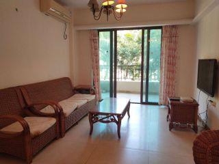 好房出租蔚蓝海岸  两房两厅一卫  精装修 2500一个月