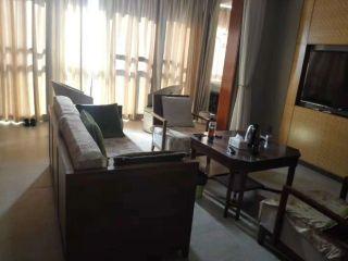 迎宾路万科湖畔2房出租2500/月